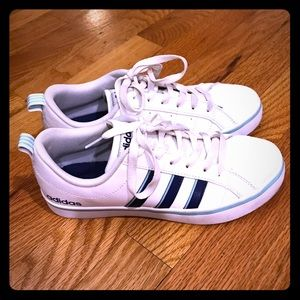 Women's Adidas Shoes Size 6